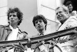 Václav Havel s členy Rolling Stones v srpnu 1990.