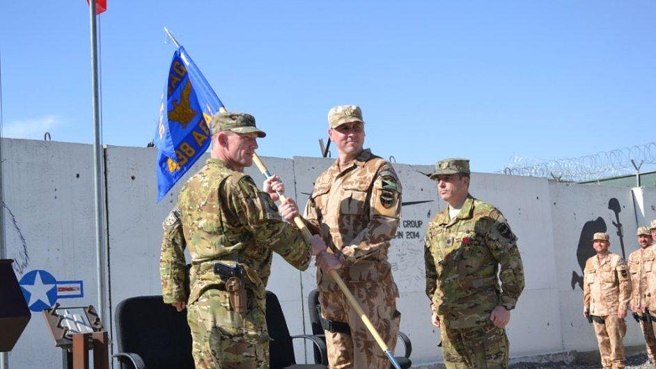Major české armády Miroslav Šajban převzal velení nad smíšenou výcvikovou letkou v Afghánistánu.