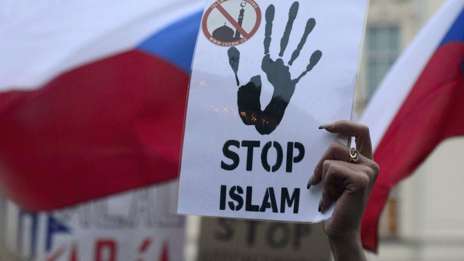 Stop islámu, demonstrovalo se před Hradem