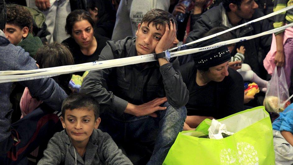 Do Maďarska přišel přes víkend rekordní počet migrantů tzv. Balkánskou cestou přes Srbsko. Ta se brzy uzavře.