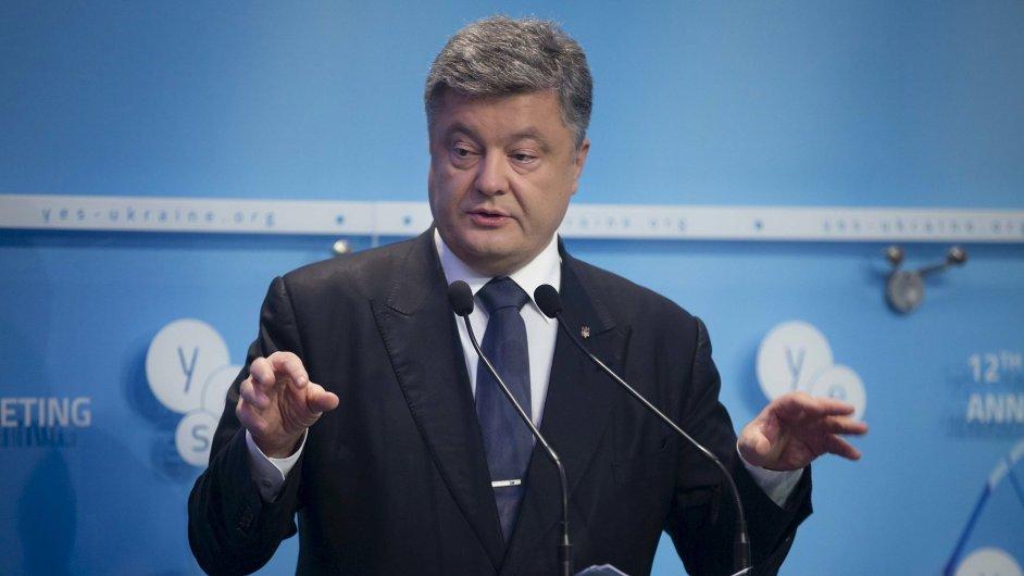 Ukrajinský prezident Petro Porošenko rozšířil ukrajinské sankce proti Rusům.