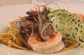 Grilované tygří krevety a šafránové špagety