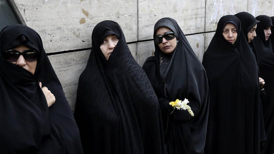 Íránské ženy si připomínají smrt Fátimy, prorokovy dcery.