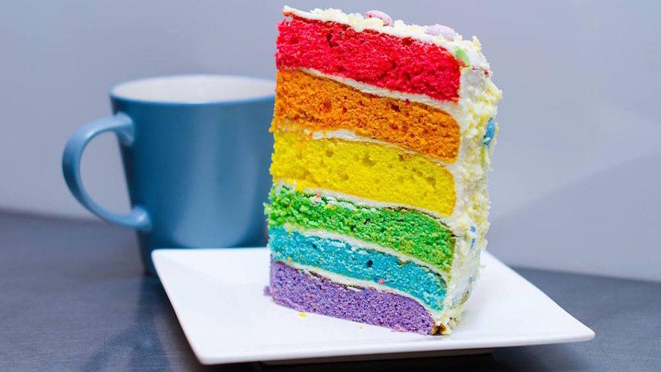 Duhový dort sklidil velký úspěch už během loňského ročníku Prague Pride.