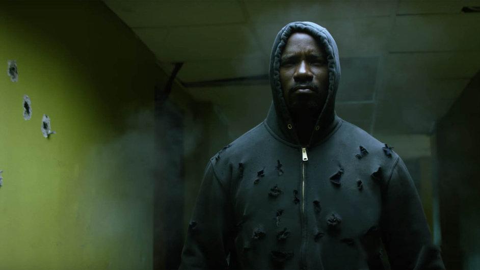 Netflix spolu skomiksovým nakladatelstvím Marvel vytváří televizní obdobu marvelovské filmové série Avengers. Luke Cage (Mik Colter) je třetí hrdina vpořadí.