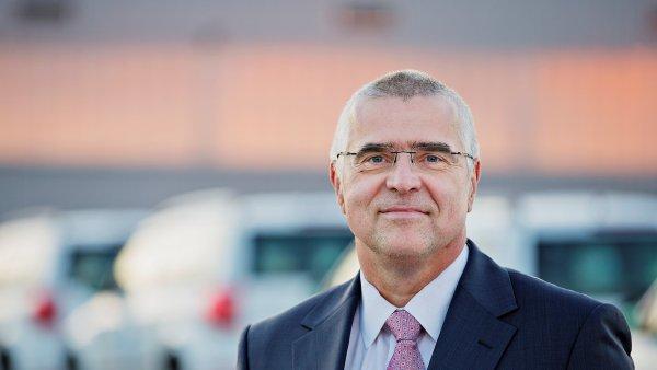 Vedoucí výroby vozů v Kvasinách Jiří Černý.