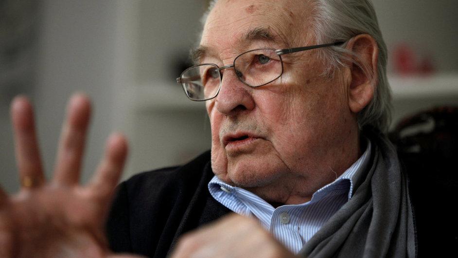 Odešel velký člověk, velký patriot, velký Polák, velký režisér. Bral jsem ho jako učitele vlastenectví, řekl o Andrzeji Wajdovi (na snímku) Lech Walesa.