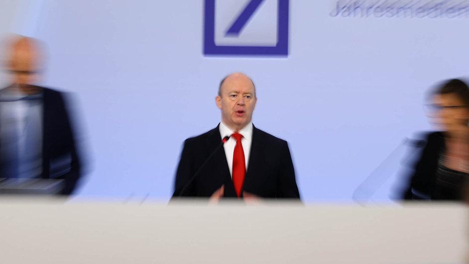 Šéf Deutsche Bank John Cryan věří, že se mu podaří skomírající finanční ústav ozdravit.