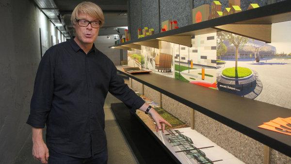 David Karásek navrhuje chytrý a oku lahodící městský mobiliář - jako třeba lavičky s dobíjením telefonu.