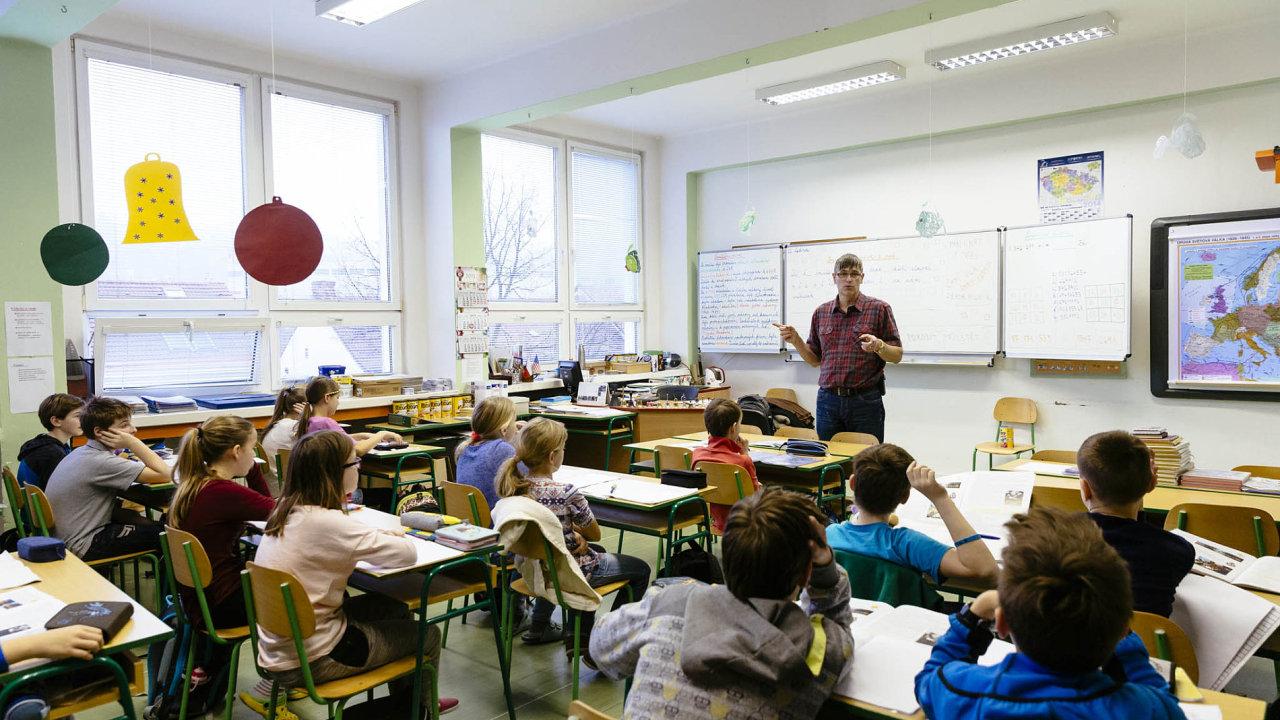 Brusel upozorňuje, že nastane nedostatek učitelů.