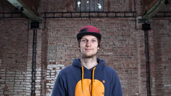 """Jakub Zajíc se svými """"parťáky"""" mění ruiny v zajímavé prostory, kam chodí mladí lidé. Je přesvědčen, že chyby, kvůli kterým narazili u úřadů, jsou napravitelné."""