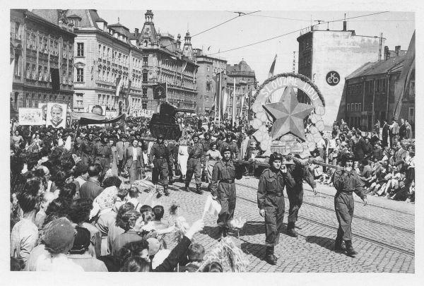 1. máj z roku 1955 na Lidické třídě v Olomouci, z níž pak vznikla třída Leninova (dnes třída Svobody).