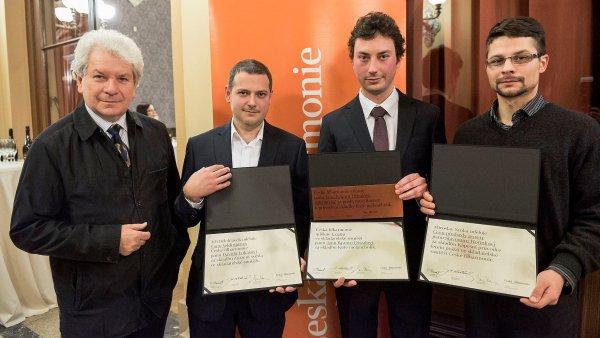 První skladatelskou soutěž České filharmonie roku 2013 vyhrál Jan Ryant Dřízal (druhý zprava) se skladbou Kuře melancholik.