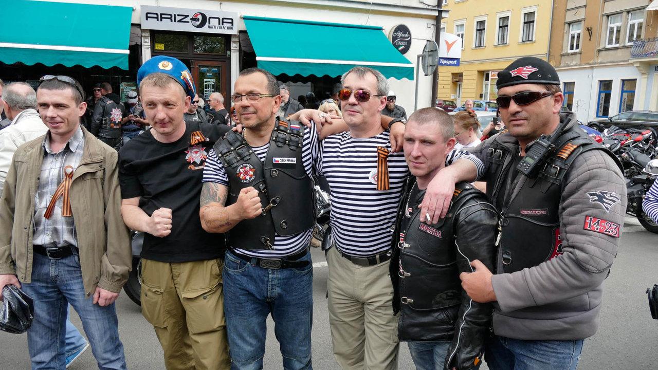Před prvním kolem prezidentských voleb poslanec zaČSSD Jaroslav Foldyna napsal naFacebook, že hlas pro Drahoše je ihlasem pro Sorose.