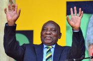 V čele JAR stanul dosavadní viceprezident Ramaphosa. Nahradil Zumu, který odstoupil pod tlakem korupčních afér