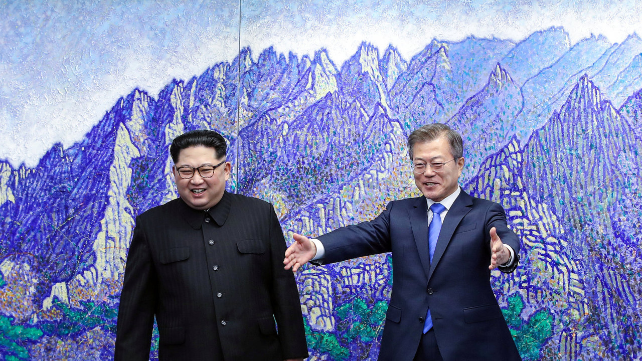 Kim Čong-un poprvé překročil na jižní stranu