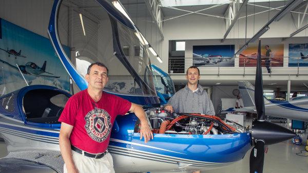 Spolumajitel a šéf firmy BRM Aero Milan Bříštěla spolu se synem Martinem.