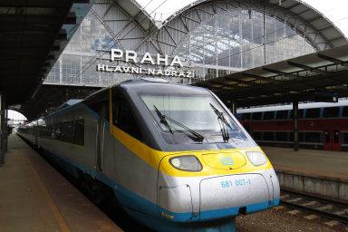 Podle ředitele Českých drah Miroslava Kupce si v budoucnu bude dopravce konkurovat hlavně se zahraničními společnostmi. V roce 2033 skončí totiž proces liberalizace české železnice.