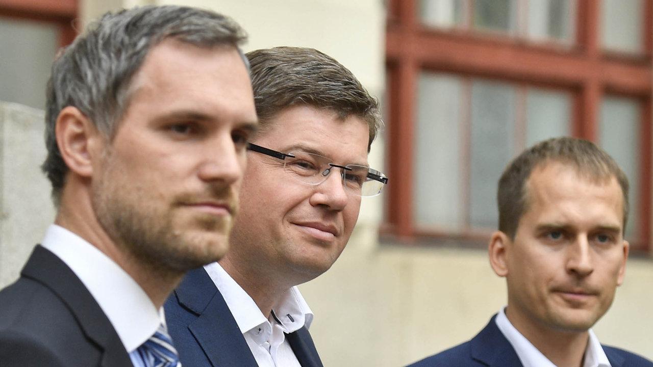 Zdeněk Hřib (piráti), Jiří Pospíšil (TOP 09) a Jan Čižinský (Praha sobě).