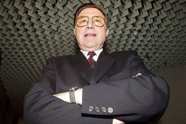 Šéf StB Alojz Lorenc na archivním snímku. Za zneužití pravomoci veřejného činitele dostal v roce 2002 patnáctiměsíční podmíněný trest s odkladem na tři roky. Patří do veřejné diskuse?