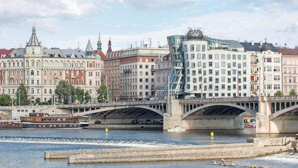Loni v Česku vzniklo přes 100 tisíc nových společností. Činnost naopak ukončilo přibližně 21 tisíc firem, hlavně ty z 90. let