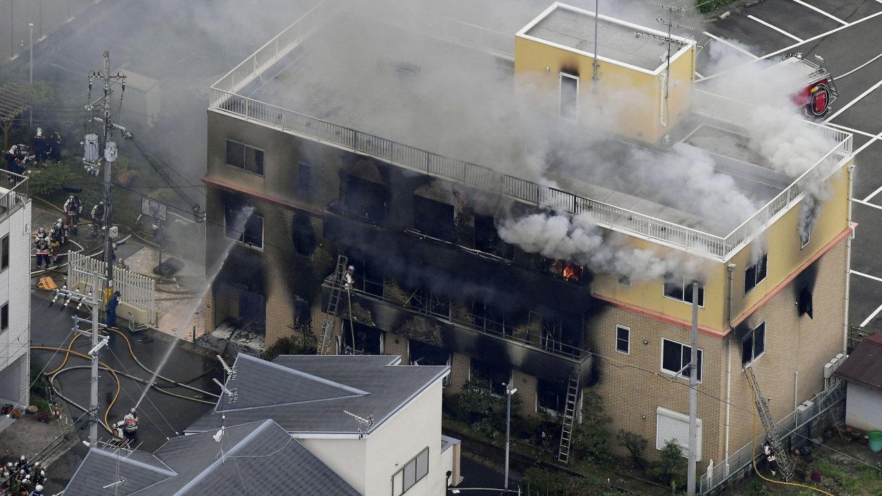 Požár studia animovaneého filmu v japonském Kjótu.