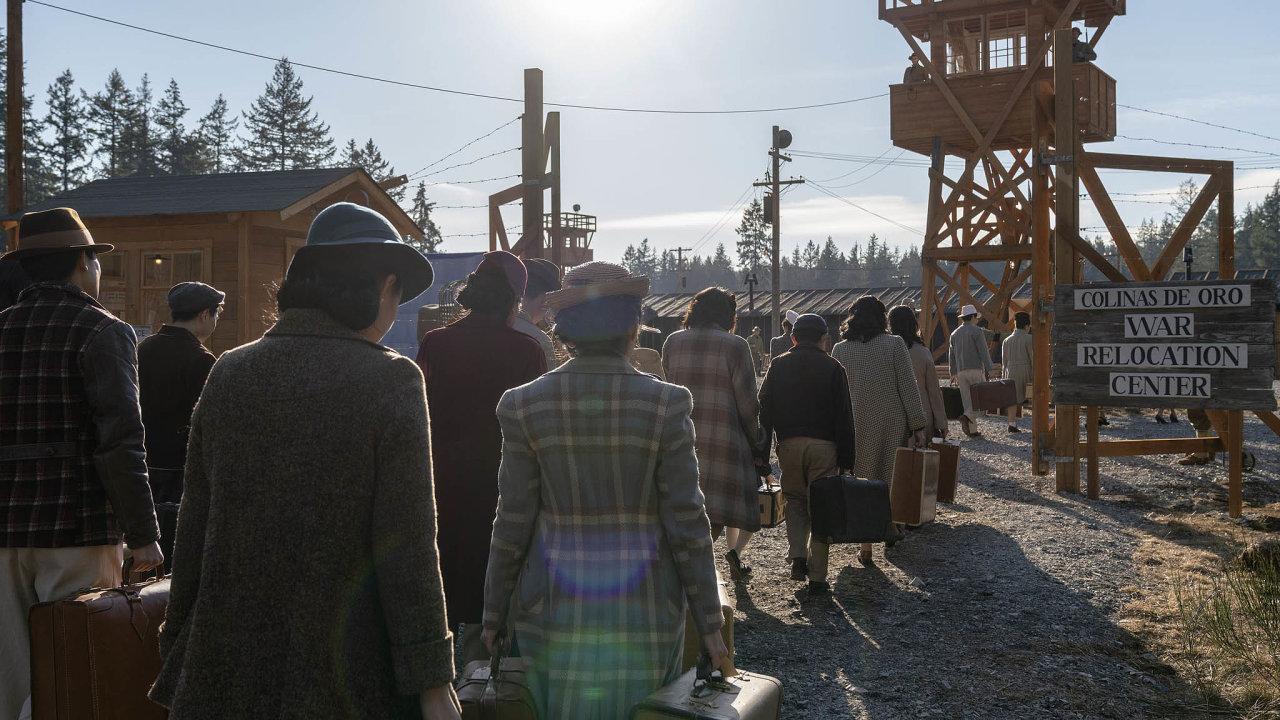 Hororový seriál vyobrazuje prostředí amerických internačních táborů, kam se za druhé světové války dostalo okolo 100 tisíc Američanů s japonskými kořeny.