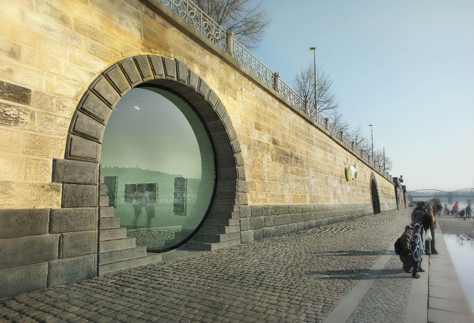 Praha instalovala dokobky sklo vážící 1,6 tuny
