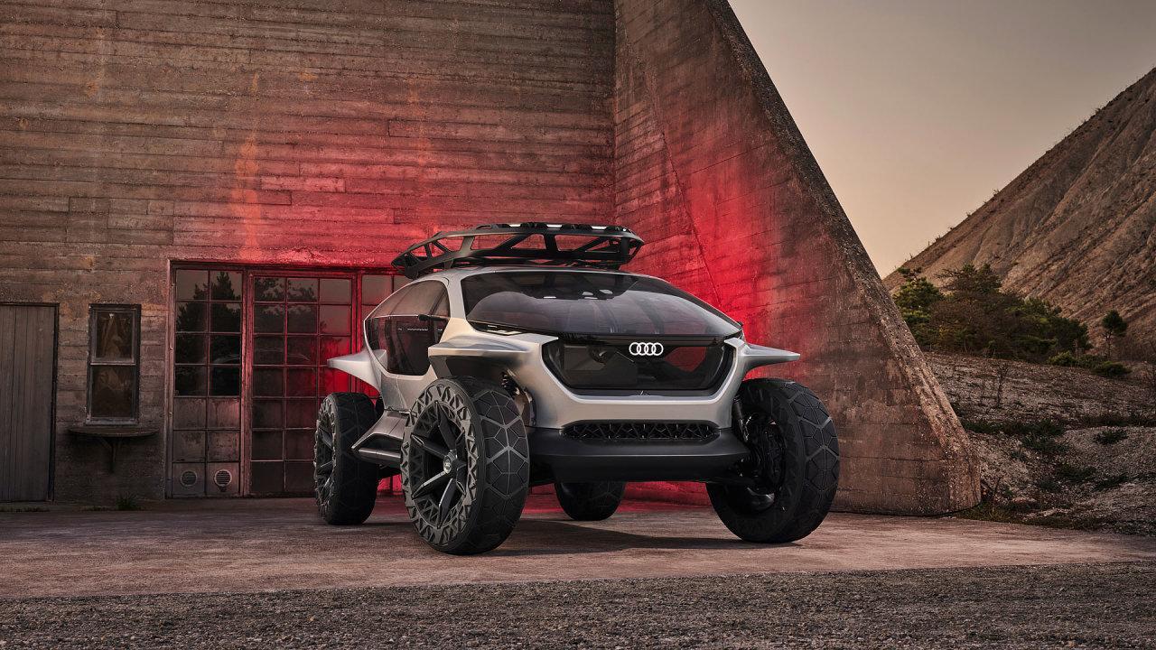 Kabina nového modelu Audi, prosklená až k podlaze, umožňuje dosud nevídaný výhled všemi směry.