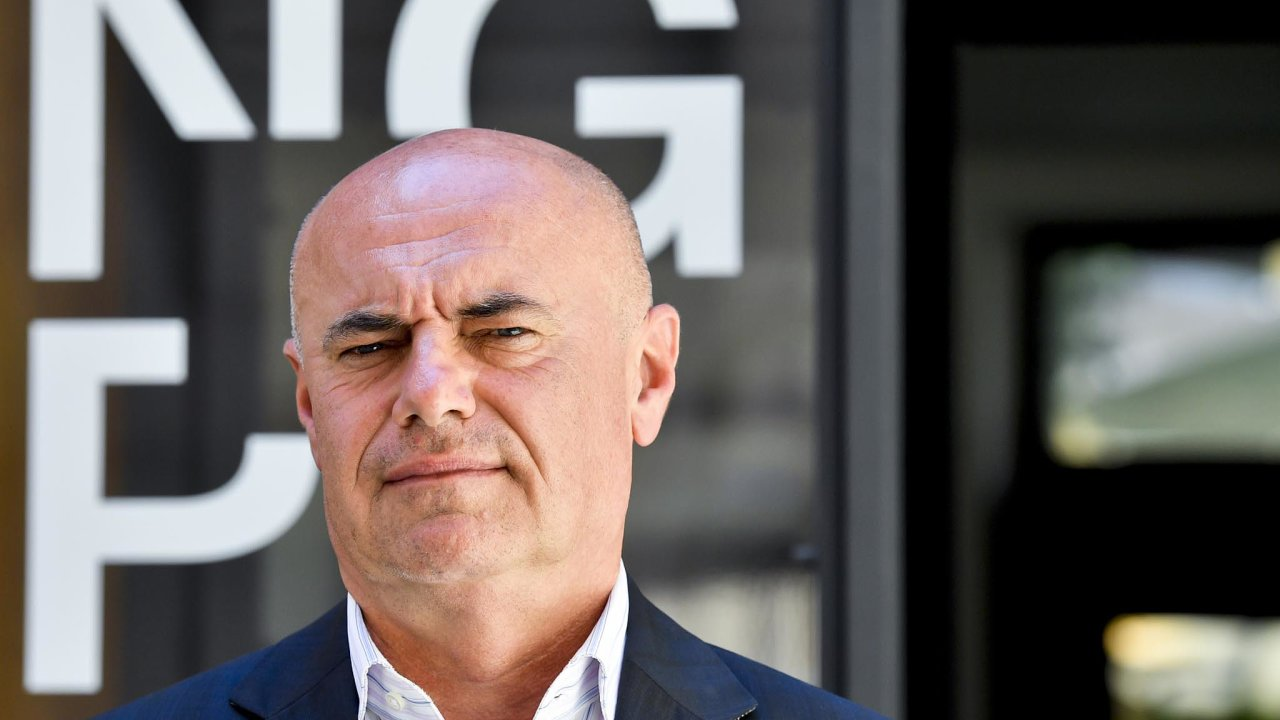 Fajtův nástupce Ivan Morávek po nástupu do čela instituce oznámil, že smlouvy externích právníků omezí. Před dvěma týdny ale pro Národní galerii objednal další.