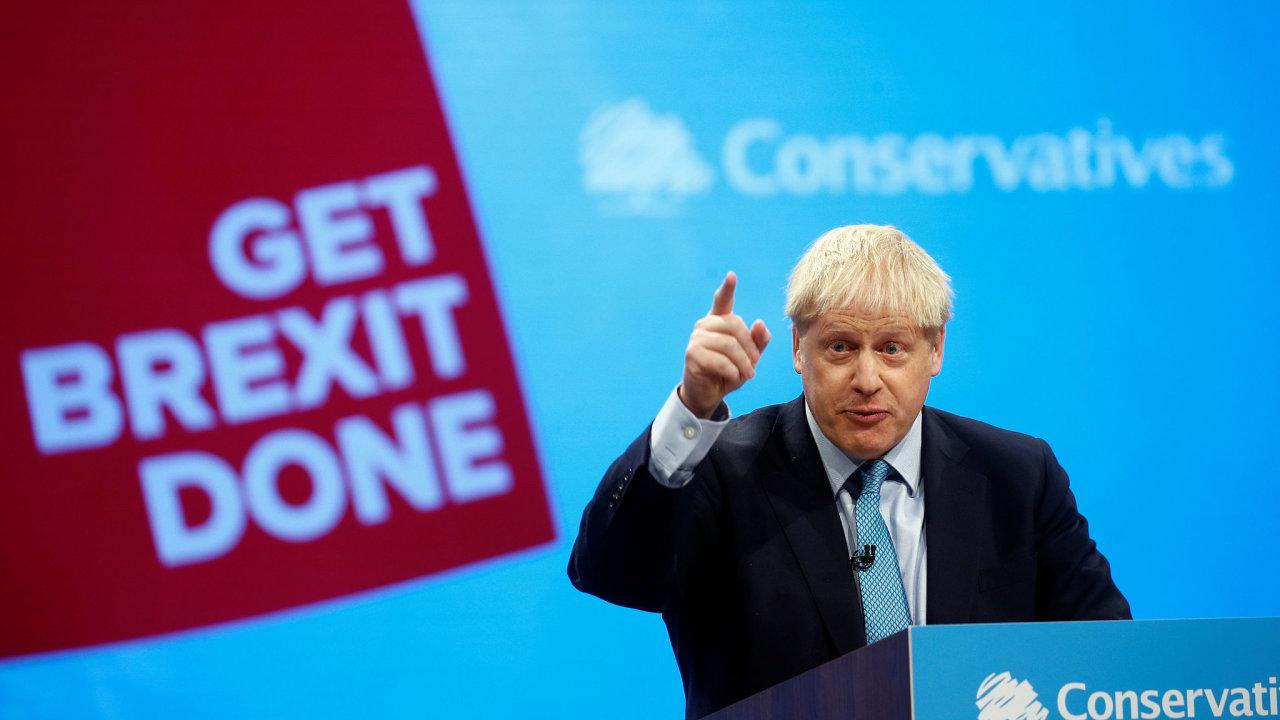 Boris Johnson během své závěrečné řeči na každoroční konferenci konzervativců v Manchesteru.