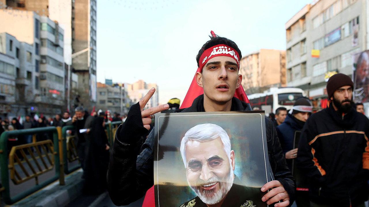 Už ráno desetitisícové davy zaplnily ulice íránské metropole.