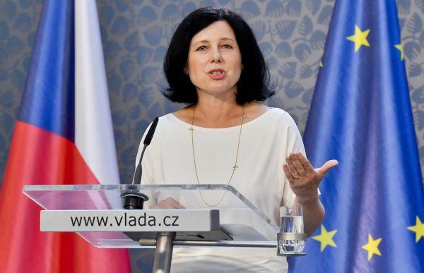 Česká kandidátka Věra Jourová, která je členkou istávající Evropské komise vedené Jeanem-Claudem Junckerem, přijde nařadu zatýden.