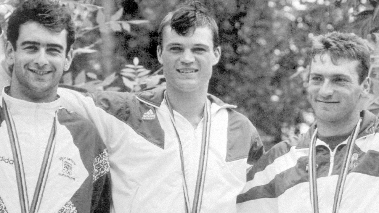 Československý reprezentant - kanoista Lukáš Pollert - získal zlatou medaili ve slalomu C-1  na XXV. LOH v Barceloně. Zleva: Gareth Marriott (Británie), Lukáš Pollert (ČSSR) a Jacky Avril (Francie).