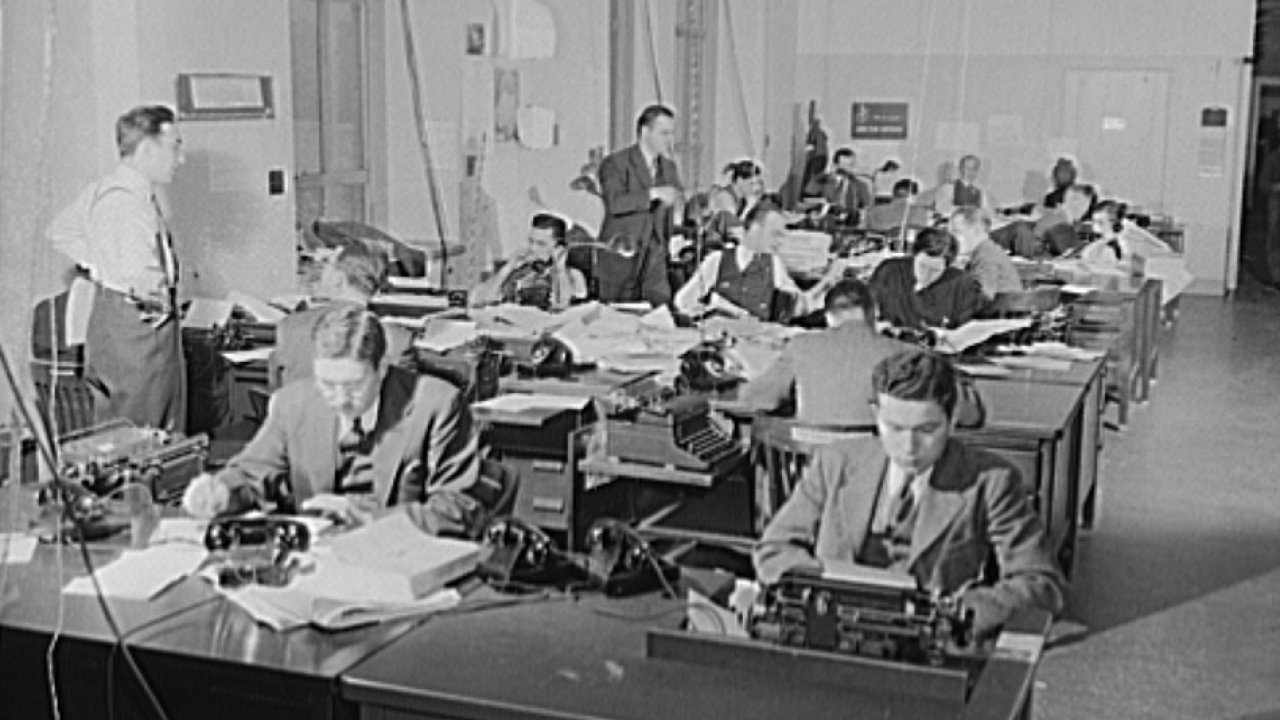 Newsroom americké Office of Emergency Management, rok 1942.