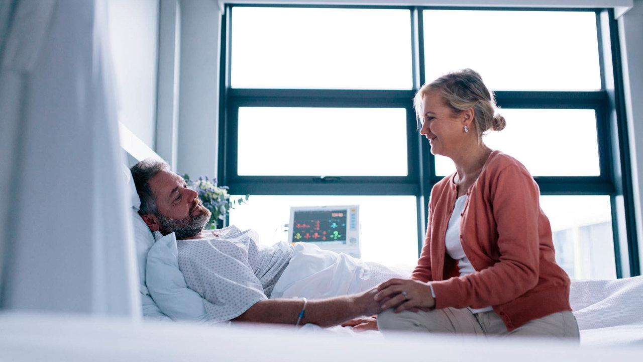 Tohle nesměli. Jedním z opatření, která podle krizového zákona nesmělo ministerstvo zdravotnictví vydat, je podle soudu zákaz návštěv pacientů jejich příbuznými v nemocnici.