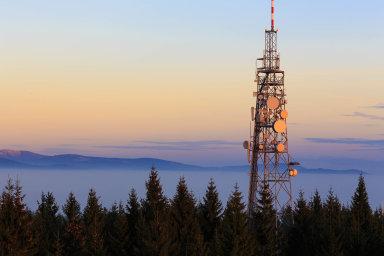 Zmatené přípravy na5G.Stát už dva roky připravuje dražbu frekvencí pro 5G. Než se nové vysílače objeví načeských stožárech, ještě nějakou dobu potrvá.