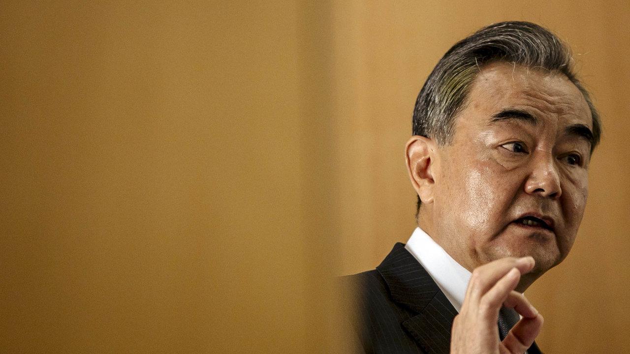 Čínský ministr zahraničí Wang I (na snímku) slovy na adresu české delegace na Tchajwanu donutil Černínský palác k akci.