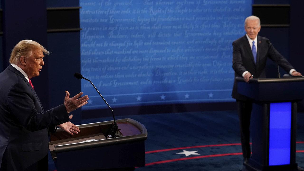 Donald Trump (vlevo) a Joe Biden při předvolební televizní debatě.