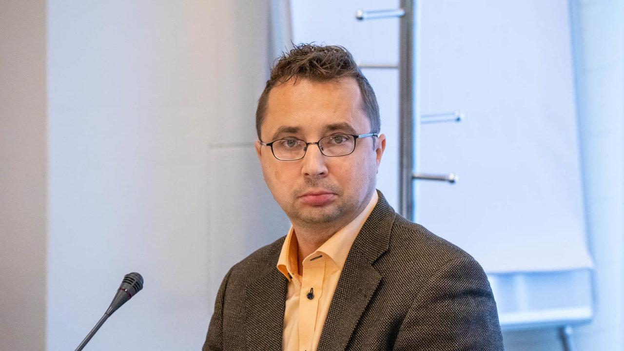 Novinář Pavel Matocha nahradil v čele Rady pro Českou televizi Reného Kühna.