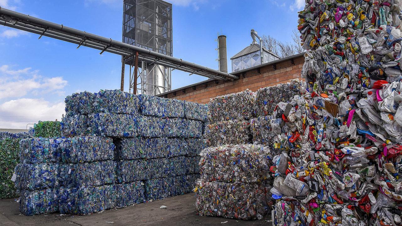 Podpora recyklace: Firma rPET InWaste dokáže zpoužitých PETlahví vyrobit zarok až 16 tisíc tun recyklátu pro nové lahve.