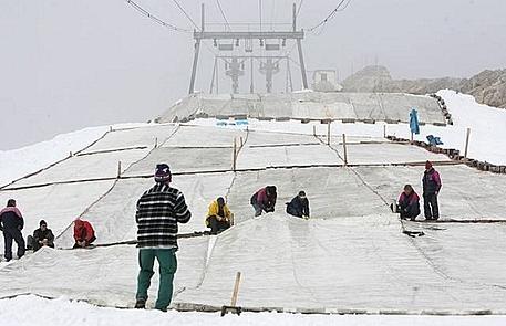 zakrývání ledovce na Zugspitze