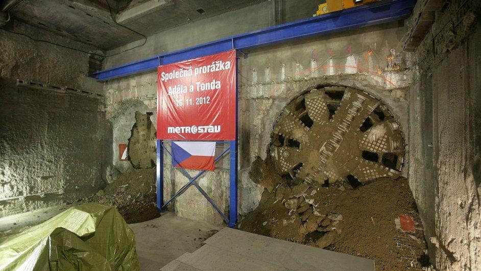 Celkem štíty odtěžily čtvrt milionu krychlových metrů horniny a osadily více než 32 tisíce železobetonových segmentů
