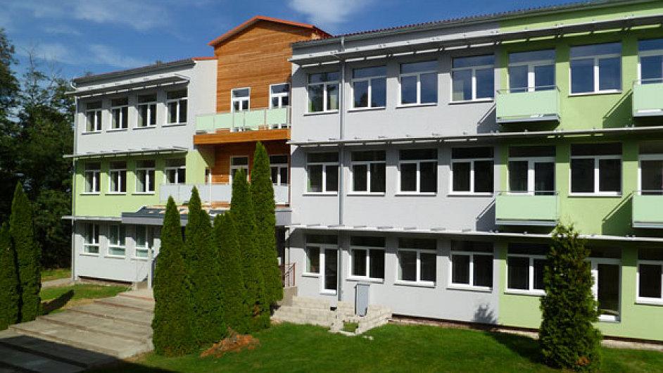 Z bývalé základní školy vznikl přestavbou pasivní bytový dům