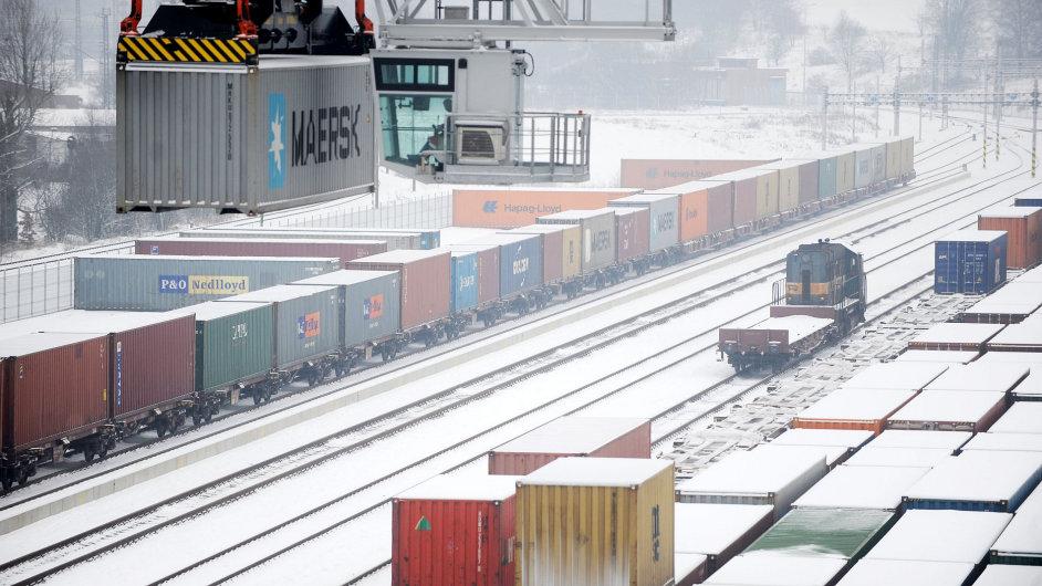 Firma Metrans zatím dostavěla polovinu terminálu, do konce roku jej zprovozní celý