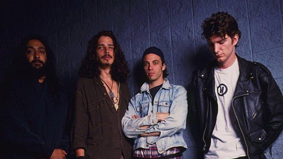 Soundgarden na nové desce vzpomínají na doby, kdy punkeři nosili ledvinky (foto z roku 1995)