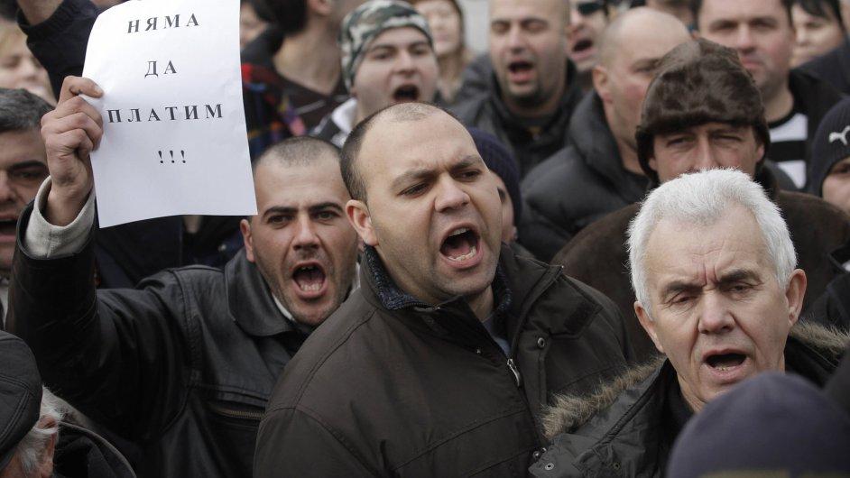 Bulhaři protestují proti vysokým cenám elektřiny.