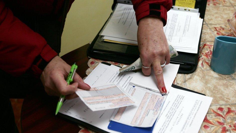 Poslanci schválili brzdu pro exekutory. Nejdřív mají obstavit účet, pak prodat dům - Ilustrační foto.