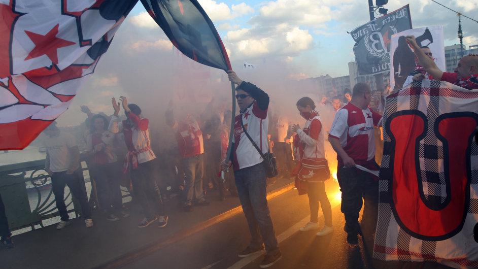 Slávisté táhli Prahou na derby.