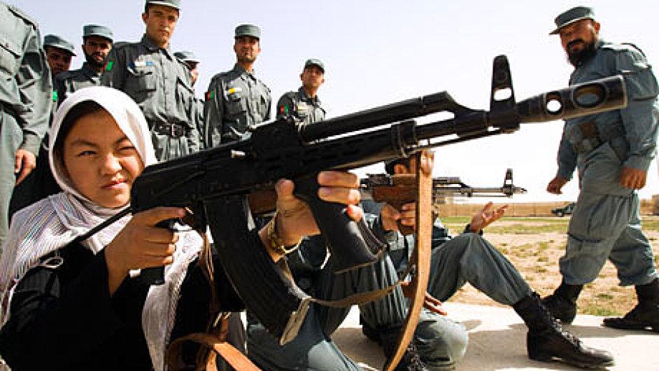 Afghánská policistka během výcviku, ilustrační foto